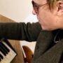 A subasta un sintetizador firmado por Liam Howlett